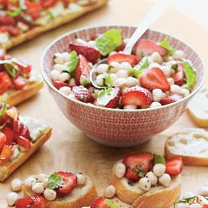 #MenuMonday: Strawberry Caprese Salad